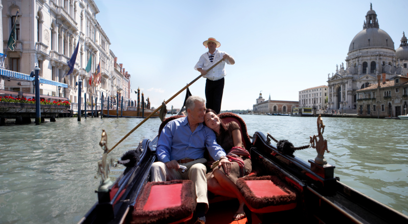 Couple exploring Venice